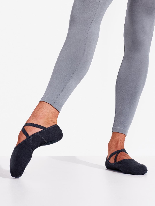 b1c2b4971d Zapatillas de ballet de lona elástica para hombres Capezio ...